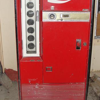 vendo coca cola machine