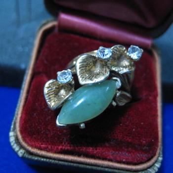 Vintage Jade and Rhinestone Floral Leaf ring - Fine Jewelry