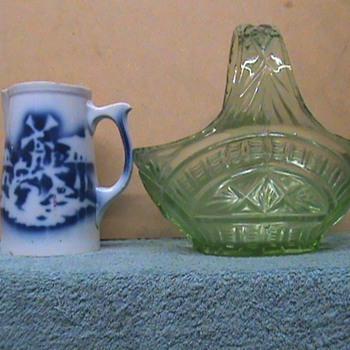Pottery / glass - Art Glass