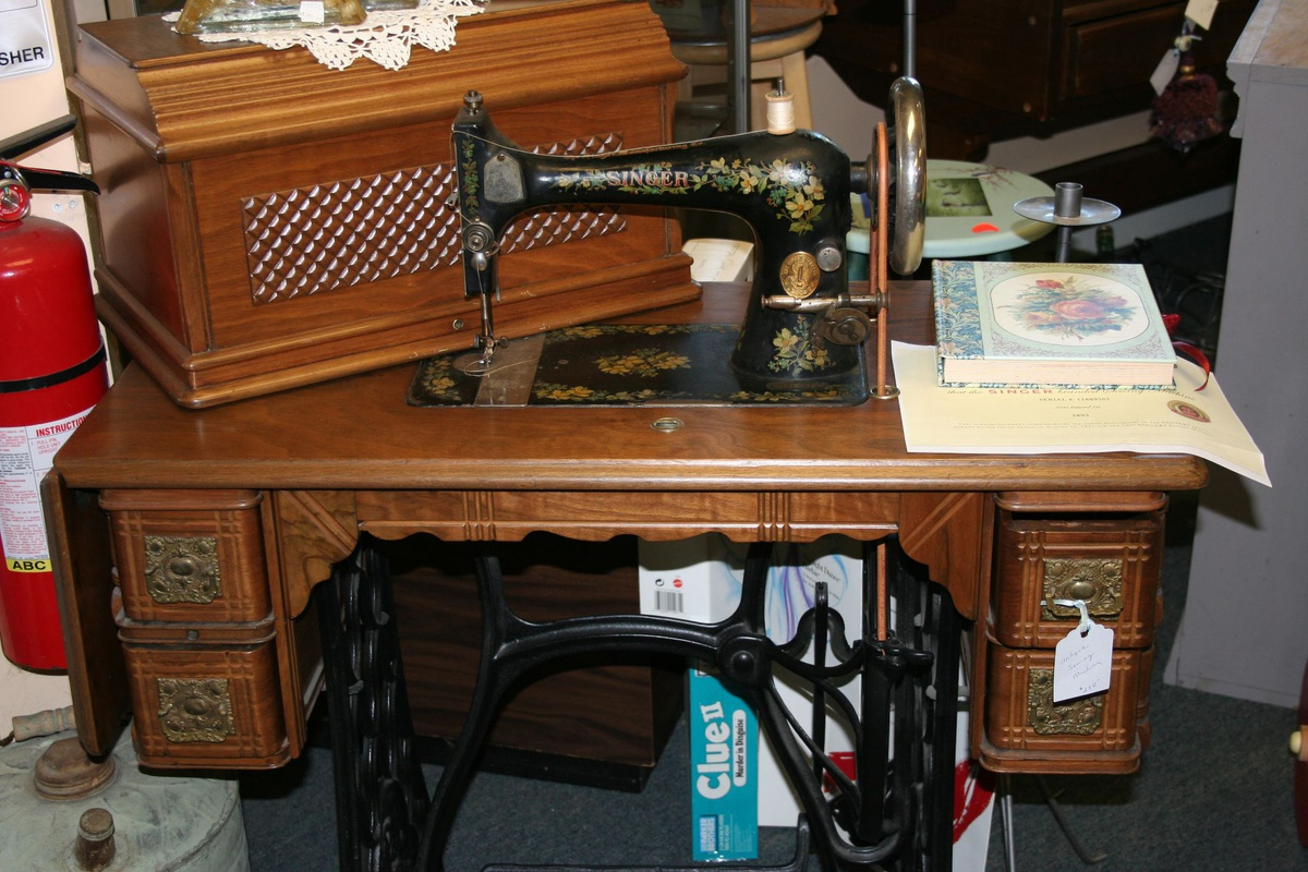 Singer 1893 sewing machine, I think it is a 127