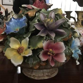 Huge Capodimonte flower arrangement - Pottery