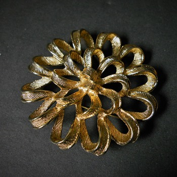 Sarah Coventry Brooch, Late 20 century - Costume Jewelry