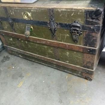 Old or old old trunk? - Furniture