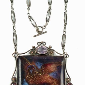 Arts & Crafts enamel necklace with bird - Fine Jewelry
