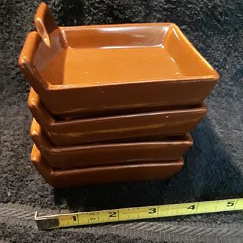 set of four brown ceramic ashtrays - Tobacciana