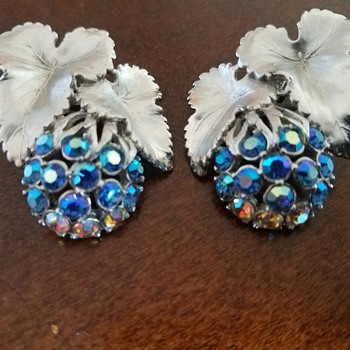 Sparkly, Stunning Vintage SCHIAPARELLI Blue Rhinestone Clip Earrings  - Costume Jewelry