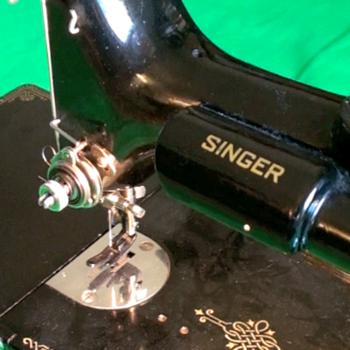 Singer Featherweight 221 Sewing Machine SNAE055966