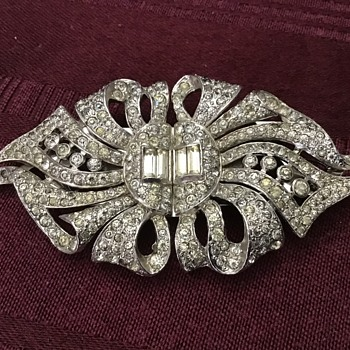 Gorgeous brooch! - Costume Jewelry