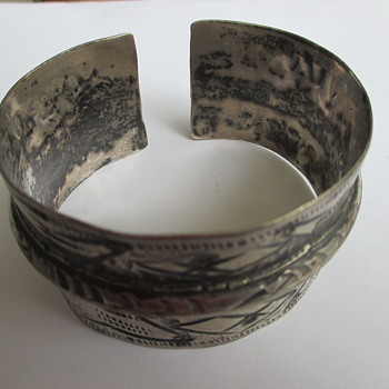 Heavy silver bangle - brutalist style? - Fine Jewelry