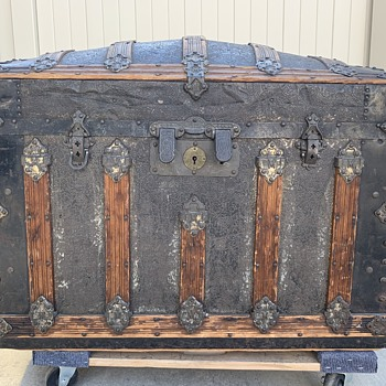 Beautiful Martin Maier Floral Tin Trunk - Furniture