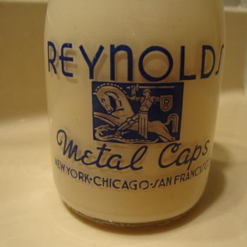 "RARE PINT SALESMAN SAMPLE MILK BOTTLE...ADVERTISING ""REYNOLDS METAL CAPS""  - Bottles"