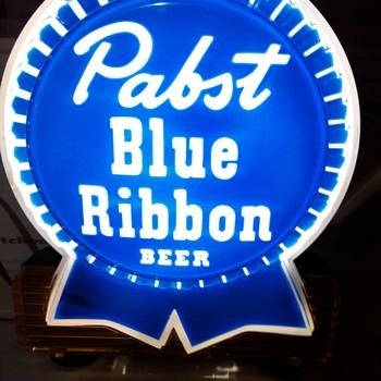 Old Pabst Blue Ribbon Light