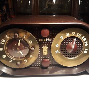 Zenith Model 5G03 Tube Clock Radio 1950 Owl Eyes - Radios