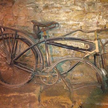 1937 schwinn autocycle.. Need to know