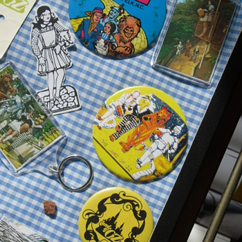 land of oz buttons - Medals Pins and Badges