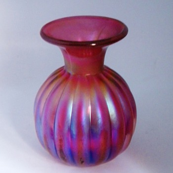 "Lundberg Miniature Cranberry Iridescnt Bulb Vase 2.5"" Greatsnowyowl xoxoxo! - Art Glass"