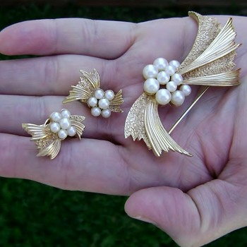 Crown Trifari Pearl Brooch and Earrings - Bow Ribbon - Costume Jewelry