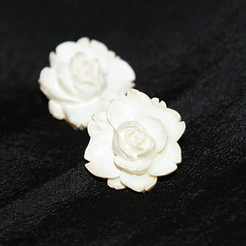 Vintage Celluloid Flower Earrings - Costume Jewelry