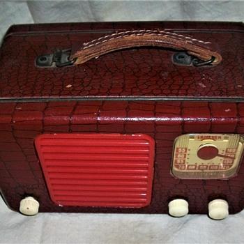 TRAVLER RADIO AC/DC