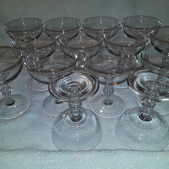set of 14 'champagne glasses' - Glassware