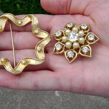 Sarah Coventry Brooch - Starlit Trio - Costume Jewelry