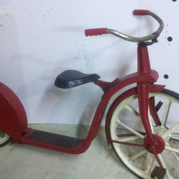 very old childs scooter - Sporting Goods