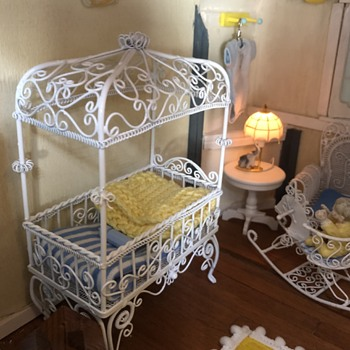 My Victorian Painted Lady baby's room - Dolls