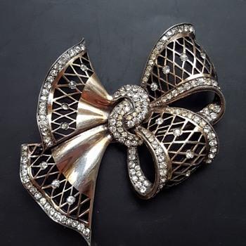 1940' gilded silver and rhinestones lattice big bow brooch.  - Costume Jewelry