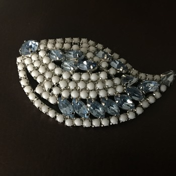Pretty brooch - Costume Jewelry