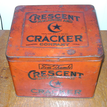 Crescent Macaroni and Cracker Company tin - Advertising