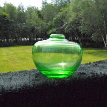 Art Glass Green Rosebowl