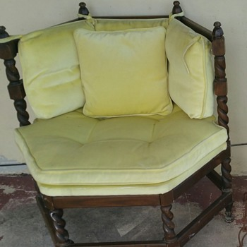 1/2 octagon shaped chairs - Furniture
