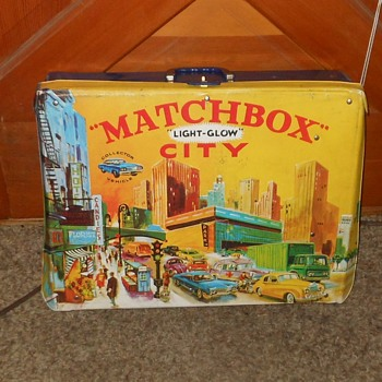 Monday Matchbox City Light-Glow Carrying Case By Ideal Circa 1970 - Model Cars