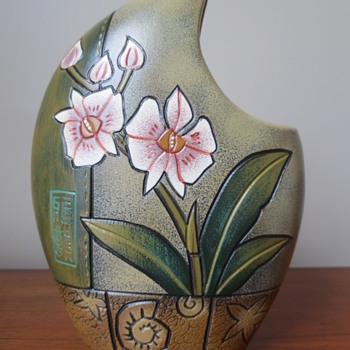 oriental vase??? - Pottery