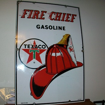 FIRE CHIEF GSOLINE PUMP PORCELAIN SIGN - Advertising