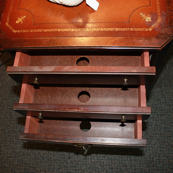 Can someone help me identify what this was used for originally? There are 6 numbered drawers. . - Furniture