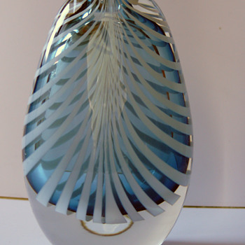 blue vase cased clear with white sommerso stripes - Art Glass