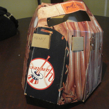 Promotional cardboard Yankees mitt with layout poster - Baseball