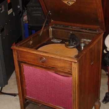 Orthophonic Victorla victor talking machine  - Records