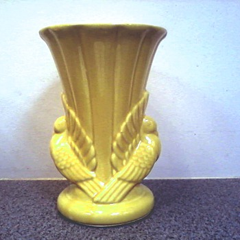 "Splendid ""Sunshine Yellow"" Shawnee Pottery ""Double Dove Vase"" / Marked USA 829 - Pottery"