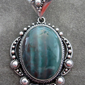 Great Pendant...Pictures are deceiving!