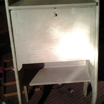 Mystery desk!?! - Furniture