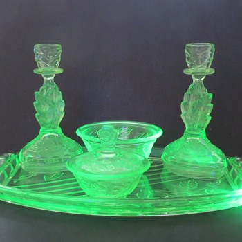 Walther & Sohne Uranium Glass Dressing Table Set - Waltraut - Glassware