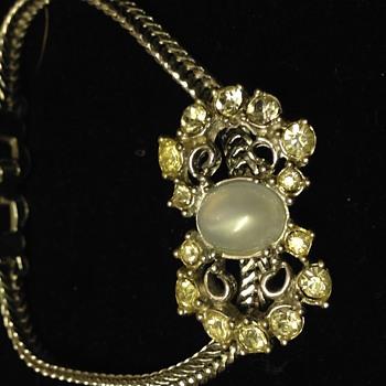 Beautiful bracelet with classic design  - Costume Jewelry