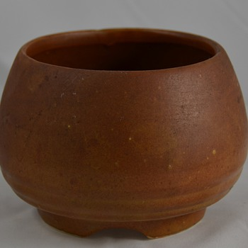 Unknown Maker of this Brown Bowl Pottery Marked USA - Pottery