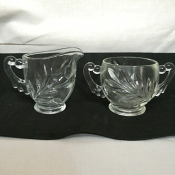 Indiana Glass #1008, Willow sugar and creamer
