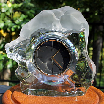 Hoya Museum Crystal clock - Art Glass