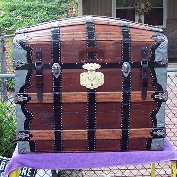 1870's Barrel top trunk - Furniture