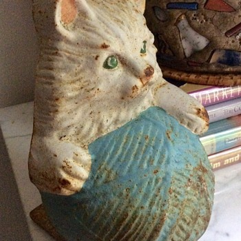 Antique (?) Door Stop -- Kitty With Ball of Yarn - Animals