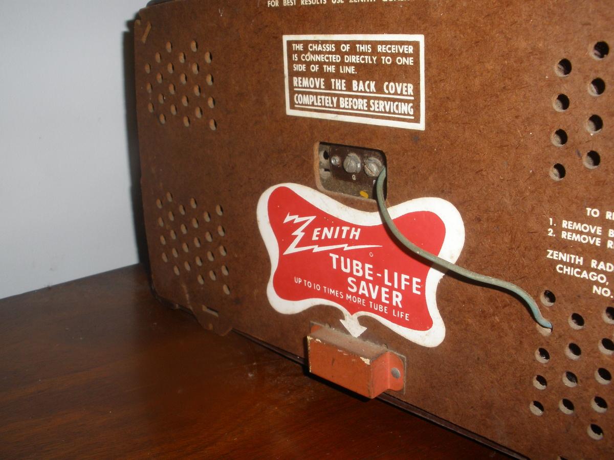 Zenith Bakelite Tube FM radio | Collectors Weekly